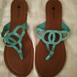 Chatties size 11 womens sandals.